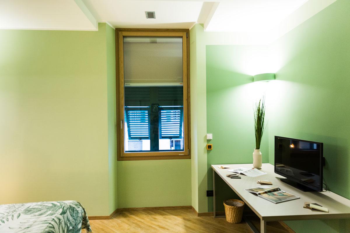Cambiare Colore Infissi Alluminio infissi legno alluminio: quanto costano le finestre in legno